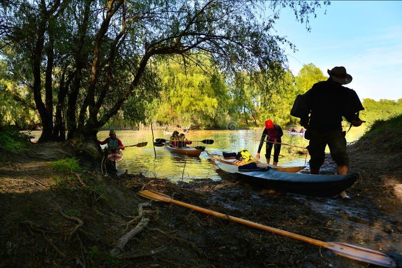 Avec le kayak dans le delta de Danube, la Roumanie photo stock