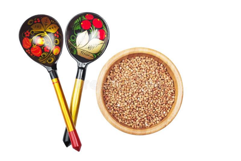 Aveia em flocos de trigo mourisco no prato de madeira e em de madeira tradicional do russo imagem de stock