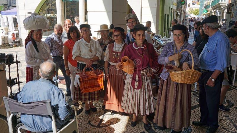 Aveiro, Portugal - cerca do outubro de 2018: Fazendeiro Wifes em um mercado local fotos de stock