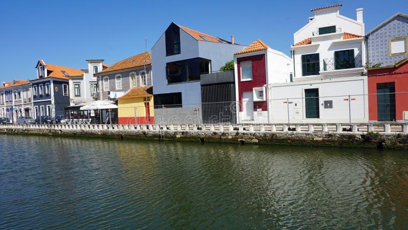 Aveiro, Portugal - cerca do outubro de 2018: Viagem do barco de Moliceiro nos canais de Aveiro fotos de stock