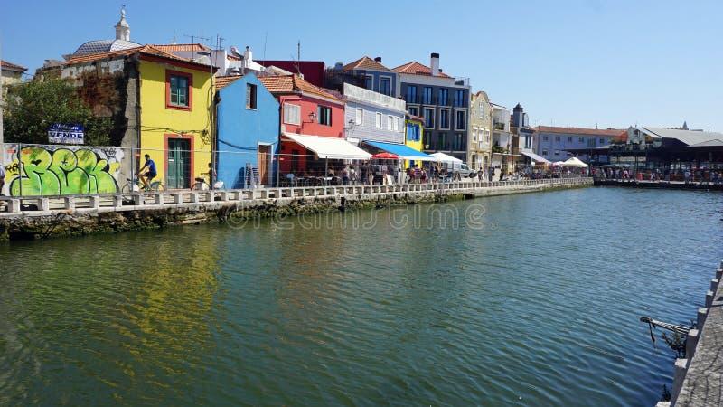 Aveiro, Portugal - cerca do outubro de 2018: Viagem do barco de Moliceiro nos canais de Aveiro imagem de stock royalty free