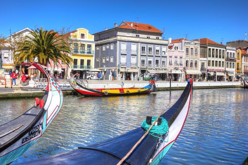 AVEIRO, PORTUGAL - 21 DE MARÇO DE 2017: Barcos tradicionais no ri de Vouga fotos de stock royalty free