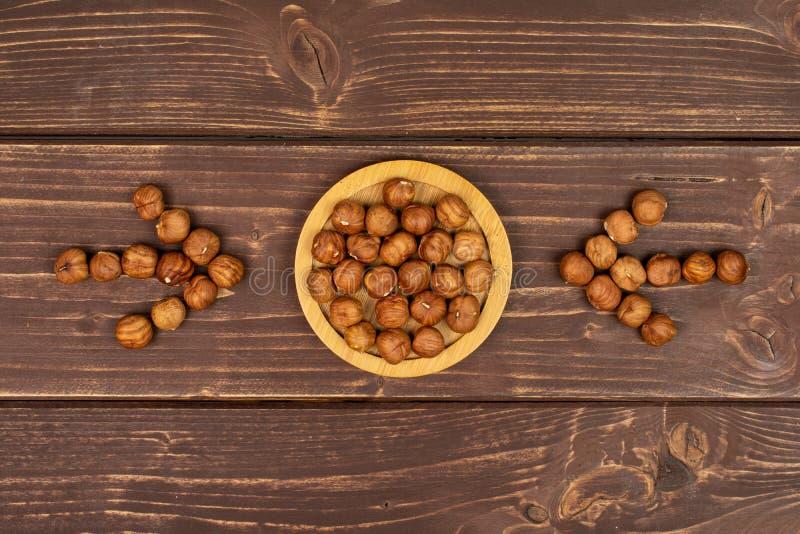 Avellana marrón madura en la madera marrón imagen de archivo libre de regalías
