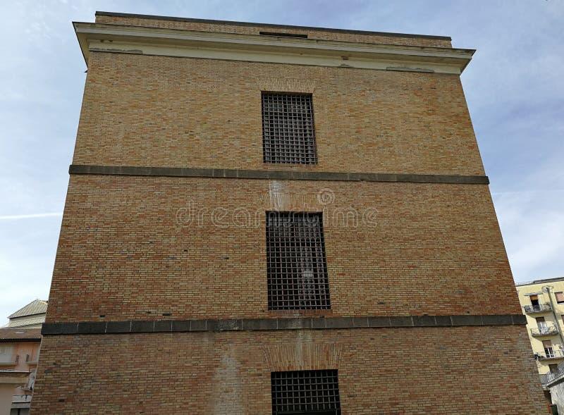Avellino - fachada de la enfermería anterior de la prisión foto de archivo