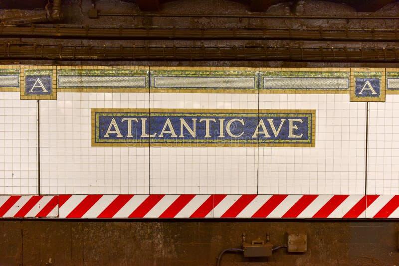 Avenida atlântica, estação do centro de Barclays - metro de NYC imagem de stock royalty free