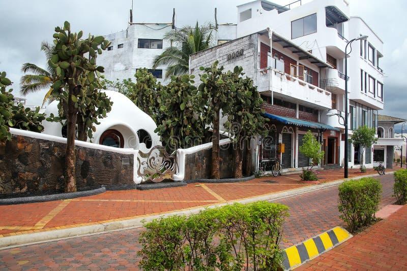 Avenida Charles Δαρβίνος σε Puerto Ayora στο νησί Santa Cruz, Gal στοκ εικόνες με δικαίωμα ελεύθερης χρήσης