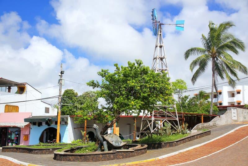Avenida Charles Darwin in Puerto Ayora op Santa Cruz Island, Gal stock afbeelding