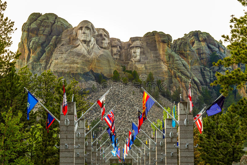 Avenida das bandeiras no Monte Rushmore fotos de stock