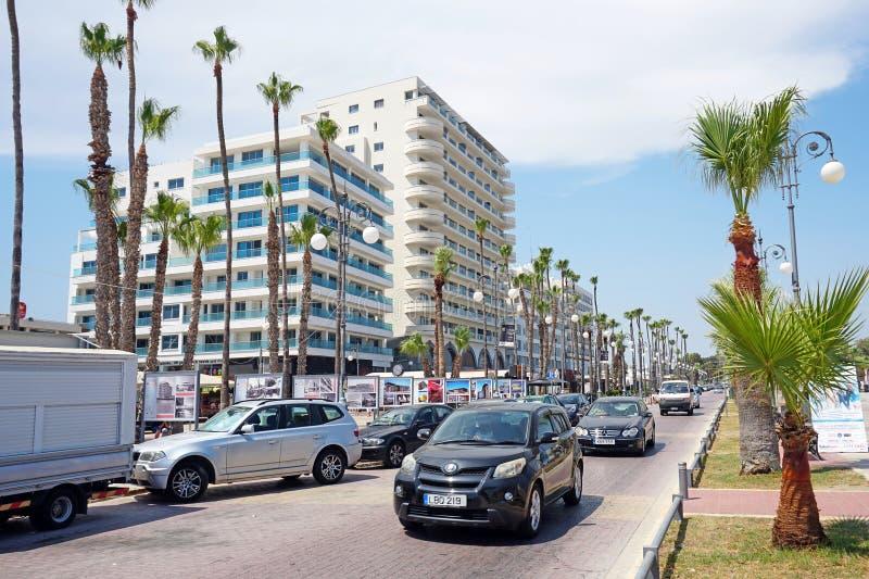 Avenida de Atenas que corre ao longo da terraplenagem de Phinikoudes fotos de stock royalty free