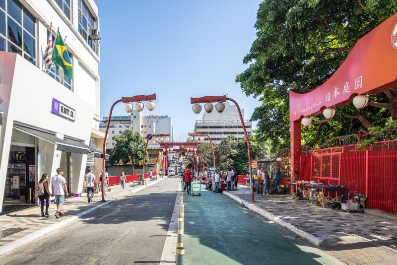 Avenida de Liberdade na vizinhança japonesa de Liberdade - Sao Paulo, Brasil foto de stock royalty free