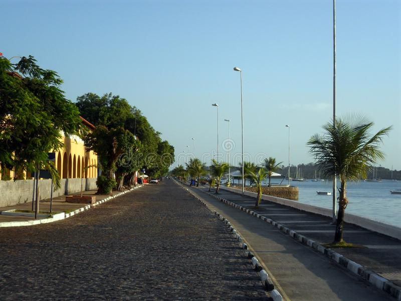 avenida 25 de octubre, localizado en Itaparica, Bahía, el Brasil imágenes de archivo libres de regalías