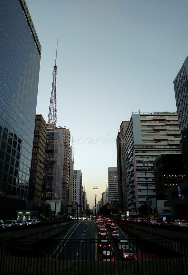 Avenida de Sunseting Paulista, Sao Paulo, Brasil imagens de stock royalty free