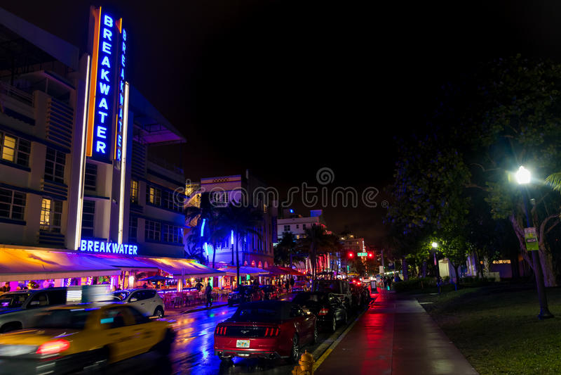 Avenida del sur del océano de la playa en la noche en Miami la Florida los E.E.U.U. imagenes de archivo