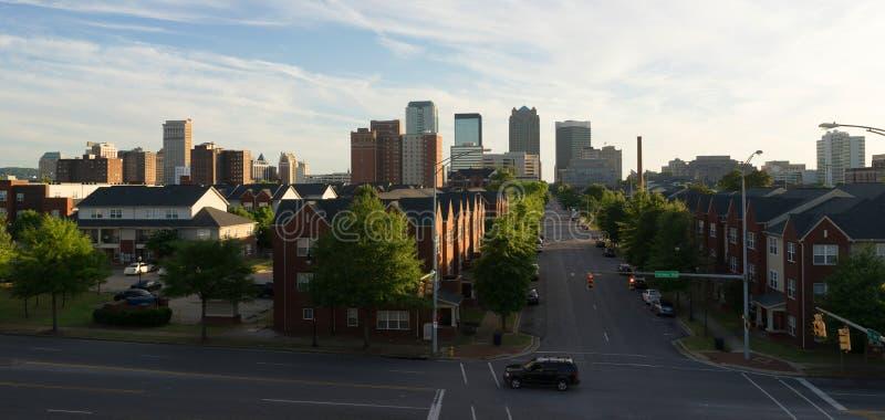 Avenida do centro de Birmingham Alabama Carraway da skyline da cidade do por do sol fotos de stock