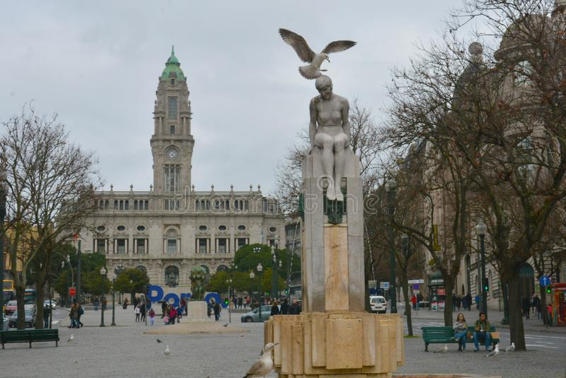 Avenida dos Aliados,波尔图 这条中央大道的名字翻译作为'盟友的大道' 库存照片