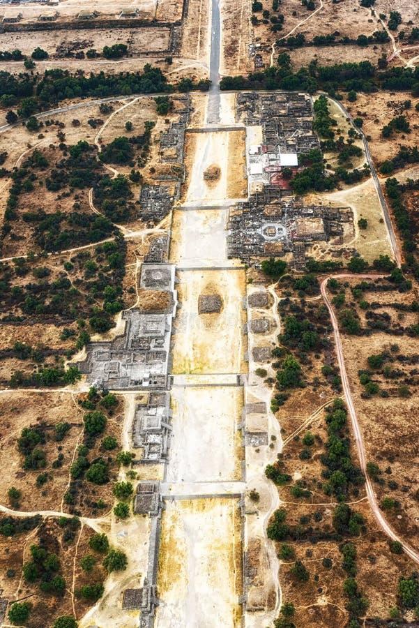Avenida dos mortos em Teotihuacan fotos de stock royalty free