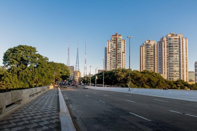 Avenida Doutor阿纳尔多在Sumare邻里-圣保罗,巴西 免版税图库摄影