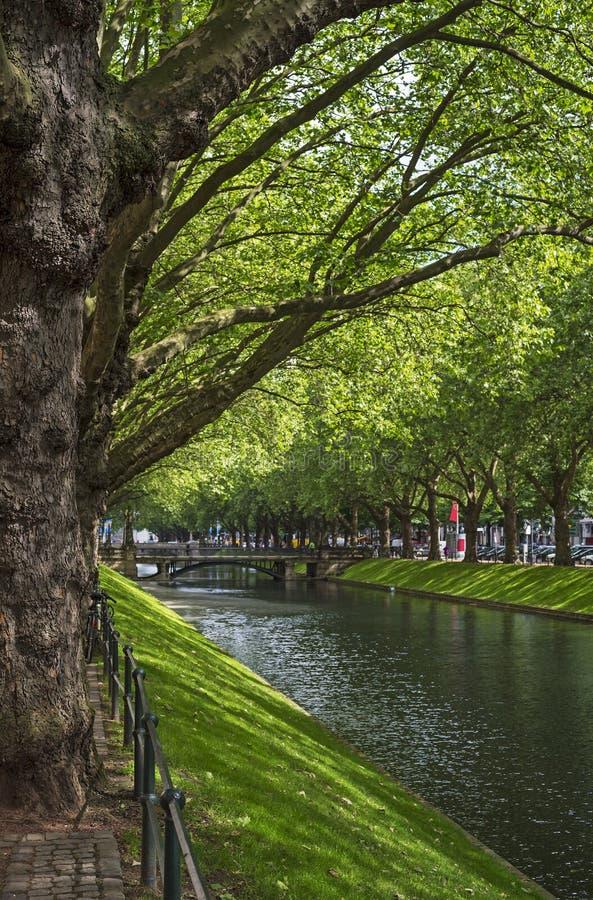A avenida Königsallee em Dusseldorf em Alemanha fotos de stock