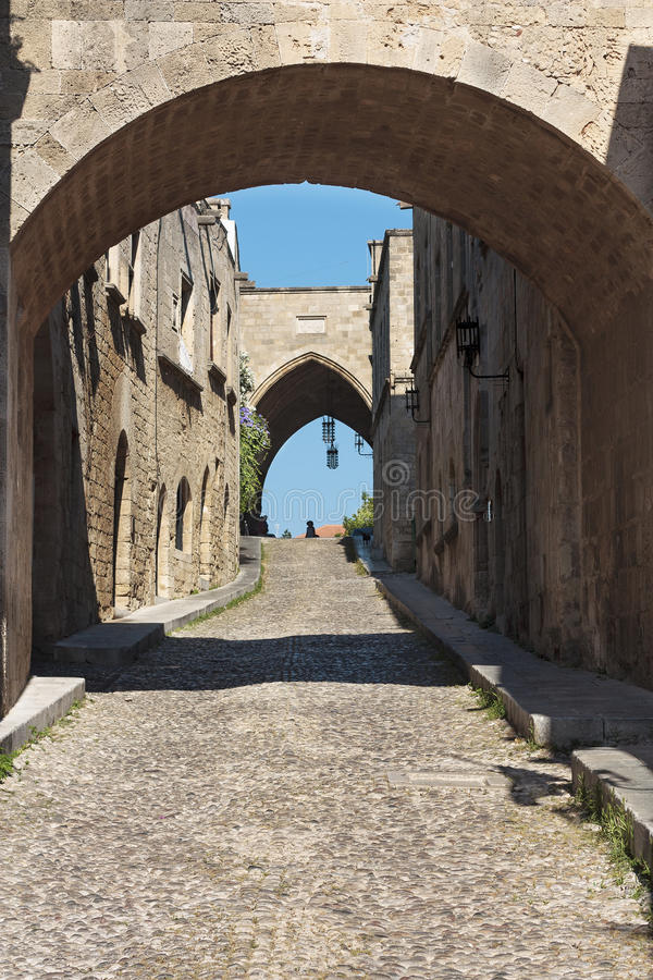 Avenida medieval de los caballeros Grecia. Isla de Rhodos. fotos de archivo libres de regalías