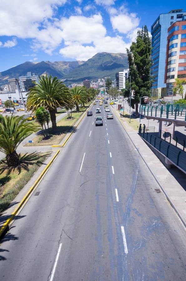 Avenida moderna en Quito Ecuador fotos de archivo libres de regalías