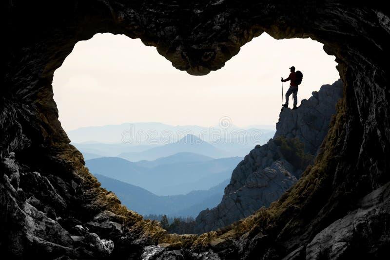 Aventúrese el viaje y la aventura en montañas espectaculares e impresionantes foto de archivo