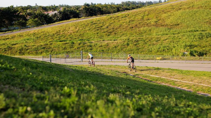 Aventura Biking da montanha fotografia de stock royalty free