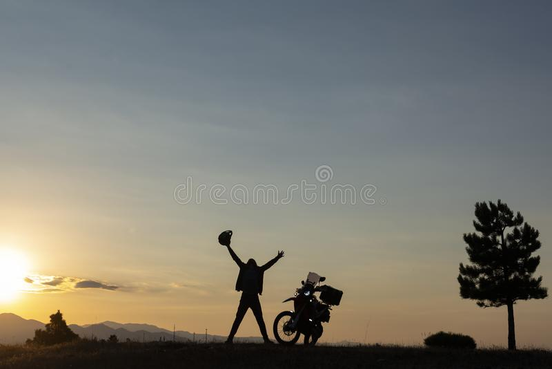 Aventura de la motocicleta, nuevas maneras y descubrimiento foto de archivo libre de regalías