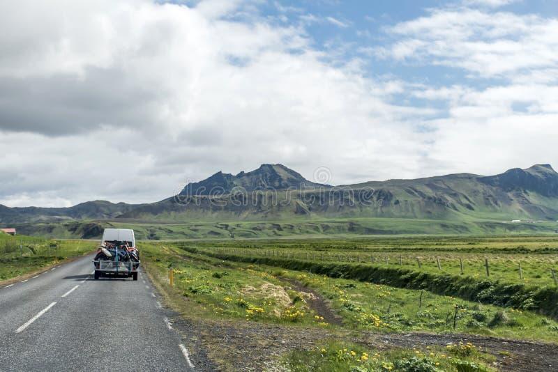 Aventura do MX de Motorcross da rua de Islândia da paisagem fotografia de stock