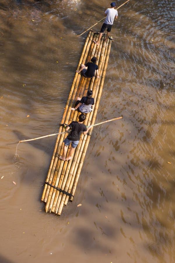 Aventura que transporta en balsa de bambú imagen de archivo libre de regalías