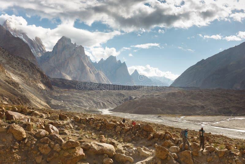 Aventura Trekking nas montanhas de Karakroum fotografia de stock royalty free
