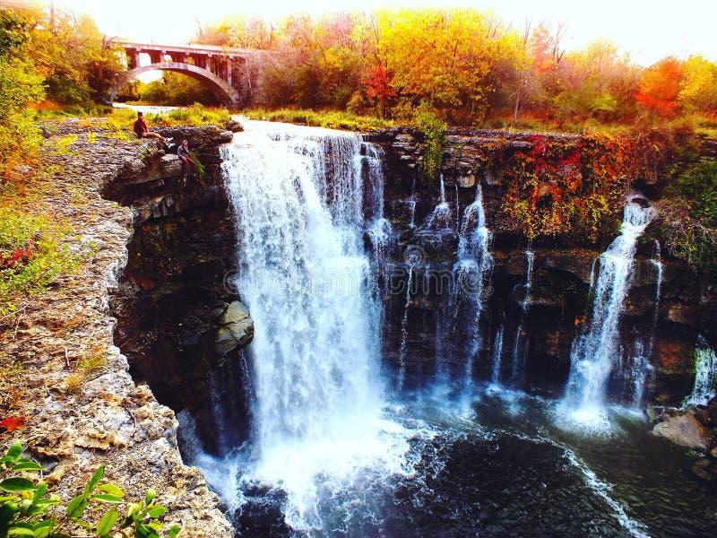 Aventuras de la cascada foto de archivo libre de regalías
