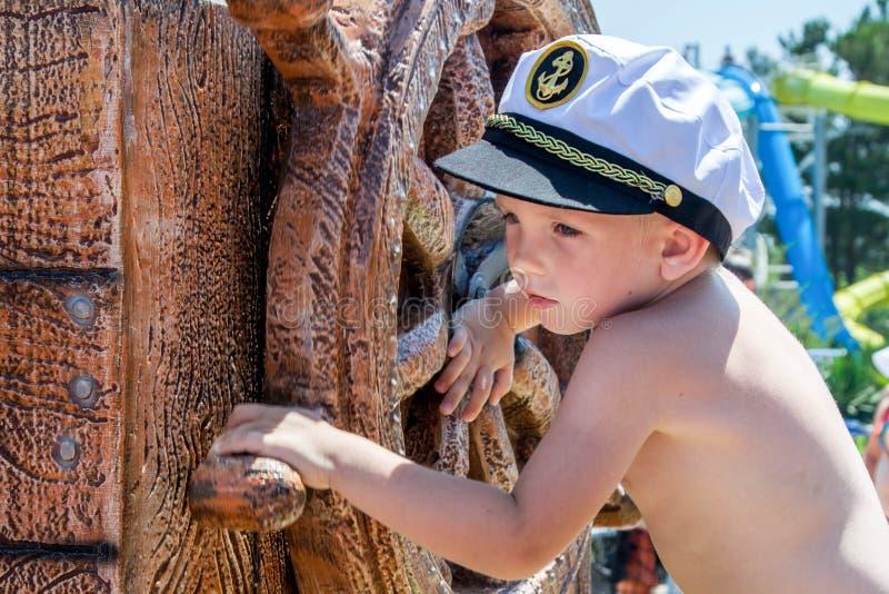 Aventuras do verão no mar foto de stock royalty free