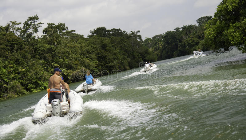 Aventure d'excursion de bateau de fleuve de Belize photo stock