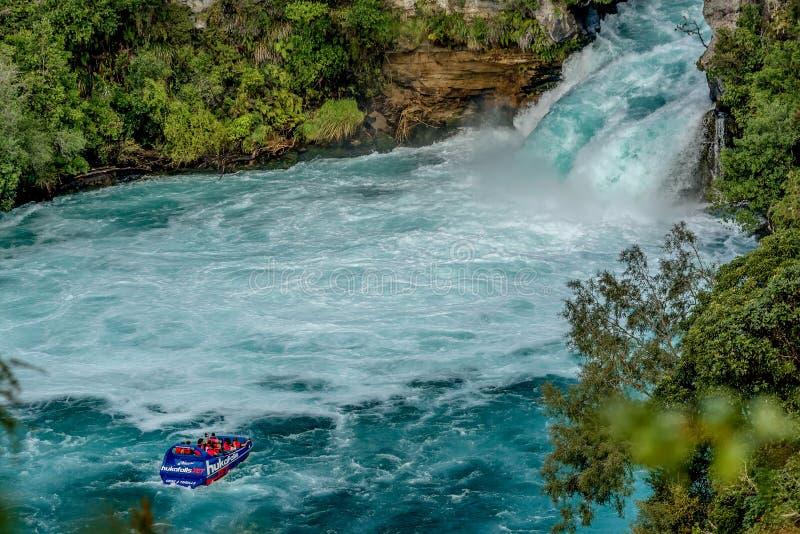 Aventure de touristes en quelques automnes de Huka avec le bateau de jet de Huka la plupart de famo image stock