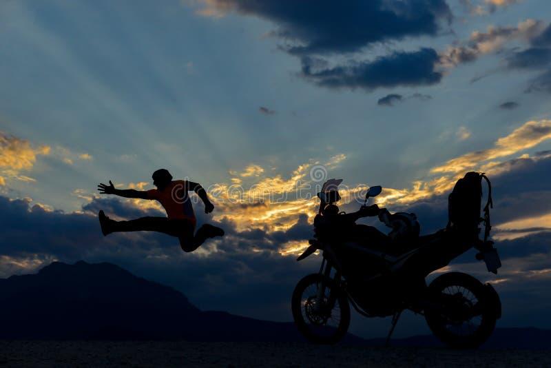 Aventure et excursion de motocycliste photo stock