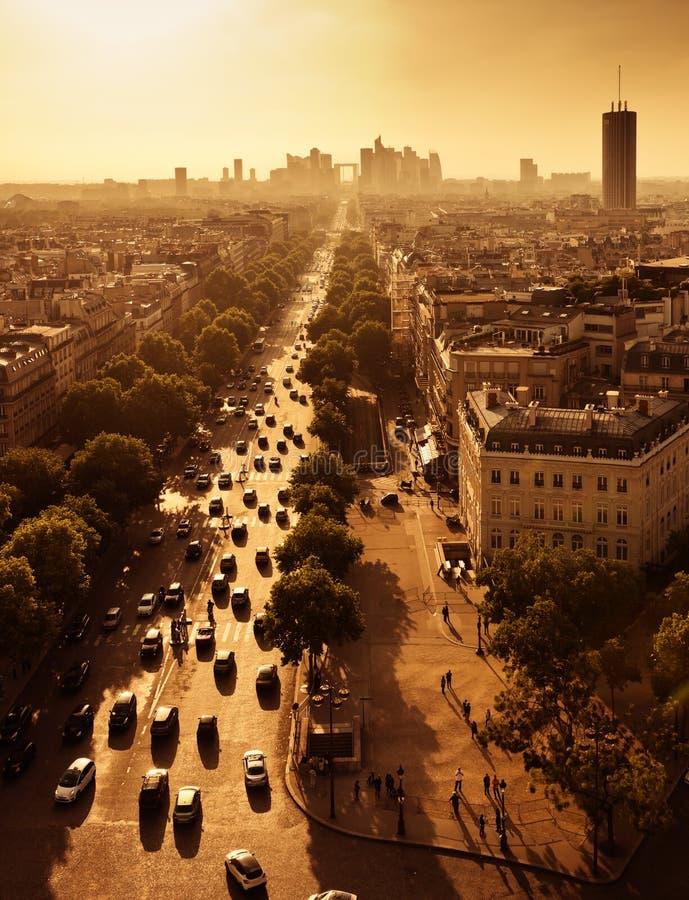 Avenue de Λα Grande Armee στην υπεράσπιση του Παρισιού και Λα στοκ εικόνα με δικαίωμα ελεύθερης χρήσης