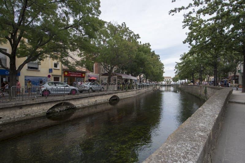 Avenue de la Libération, L'Isle-sur-La-Sorgue image libre de droits