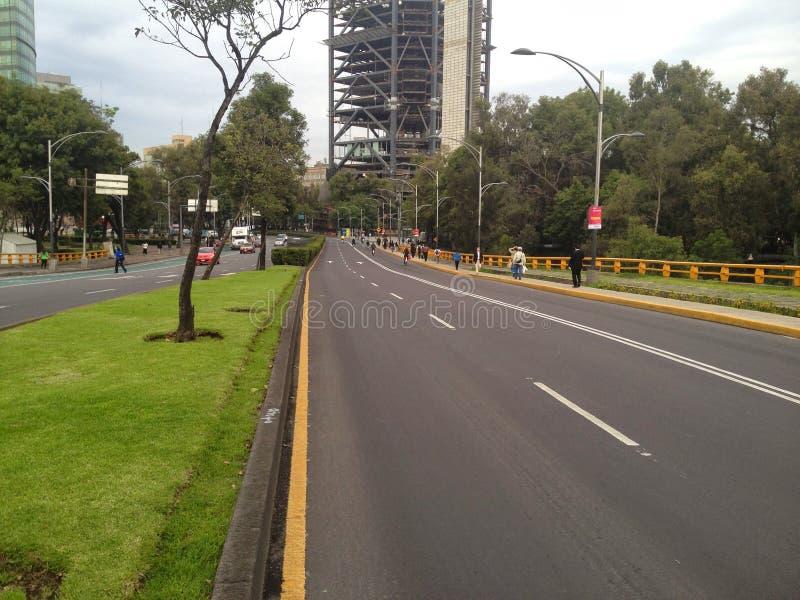 Avenue de Reforma vide à Mexico images libres de droits