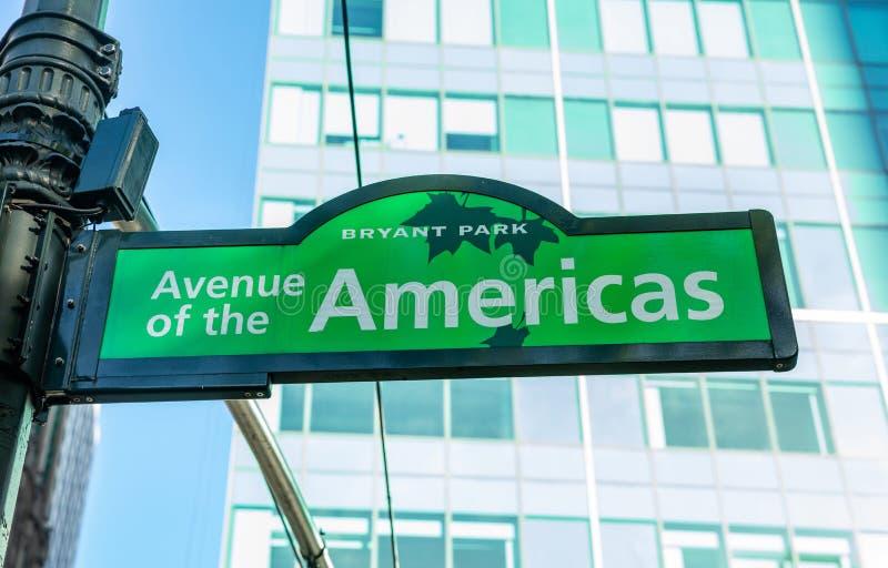 Avenue des Amériques, Manhattan New York en centre ville Plaque de rue de couleur verte, parc de Bryant photo libre de droits