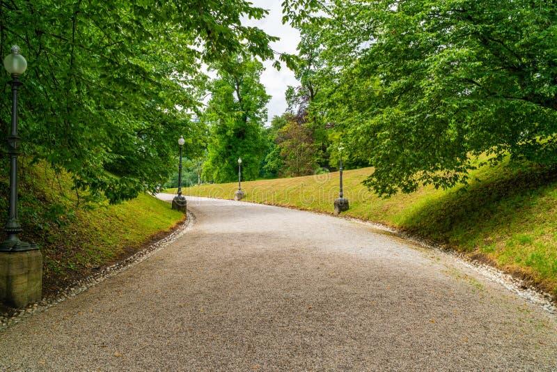 Avenue en parc de Kaiser, mauvais Ischl, Autriche image libre de droits