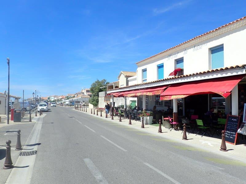 Download Avenue Gilbert Leroy, Saintes-Maries-de-la-Mer, France Image éditorial - Image du rhone, capital: 77162535
