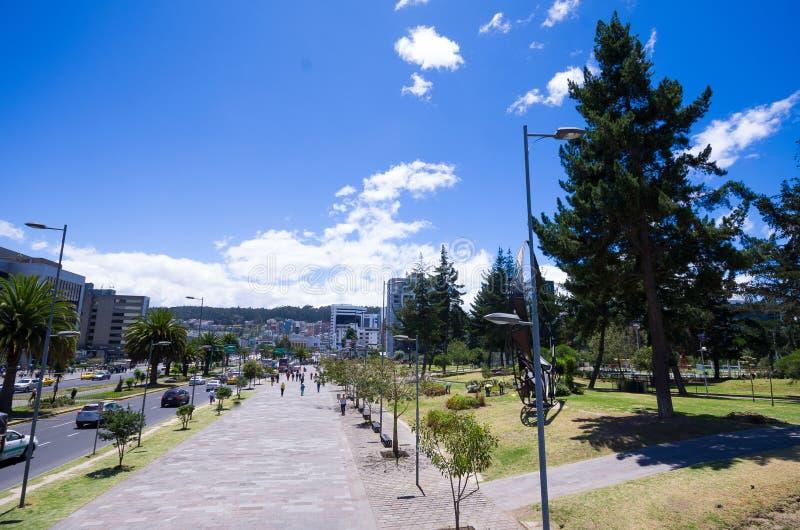 Avenue moderne à Quito Equateur photo libre de droits