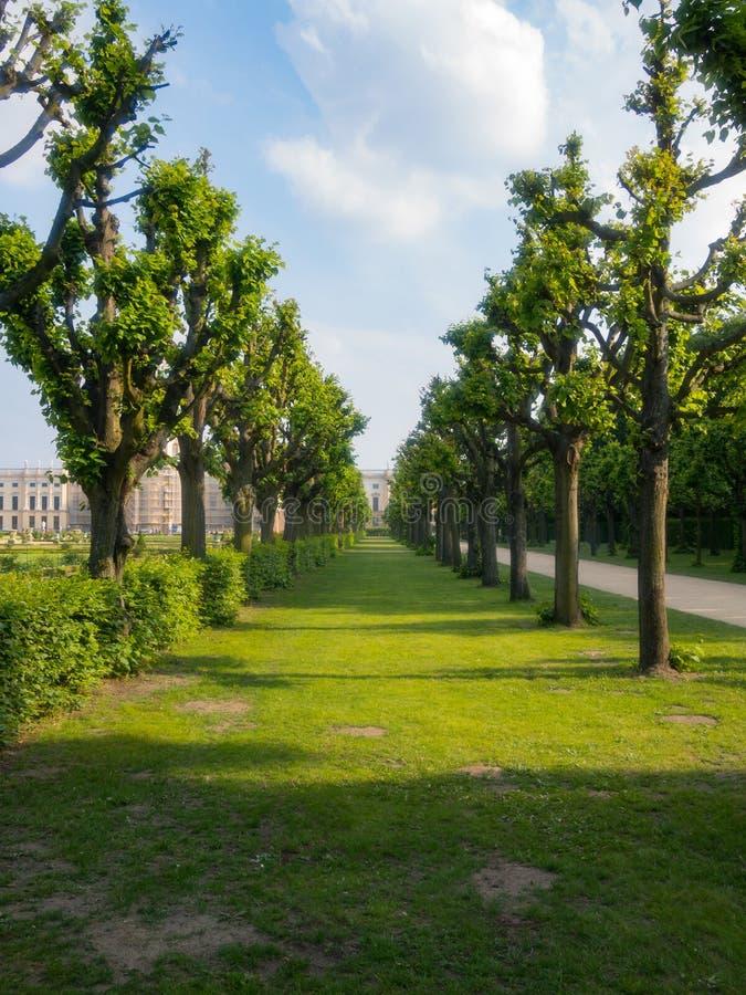 Aveny för Charlottenburg slottträdgård arkivfoton