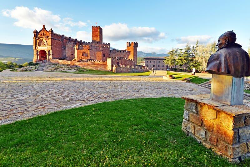 Aver kasztelu i bazyliki Architektonicznego kompleks w Spanich Navarra zabytek Świątobliwy Francisco Javier jest przy prawym tłem obraz royalty free