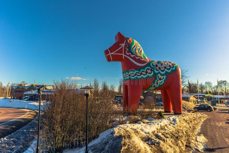Avesta - 29 de março de 2018: O tradicional cavalo Dalarna em Avesta, Suécia fotos de stock royalty free