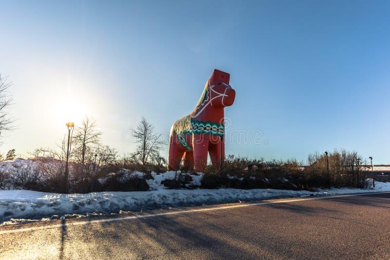 Avesta - 29 marca 2018: Tradycyjny koń Dalarna w Avesta, Szwecja obraz royalty free