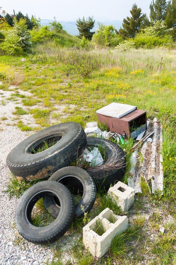 Avfall i landet royaltyfri fotografi
