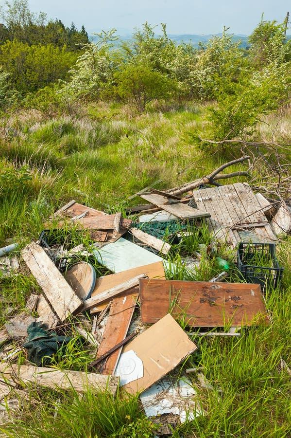 Avfall i landet royaltyfri bild