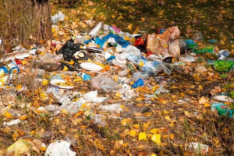 Avfall nästan floden arkivbilder