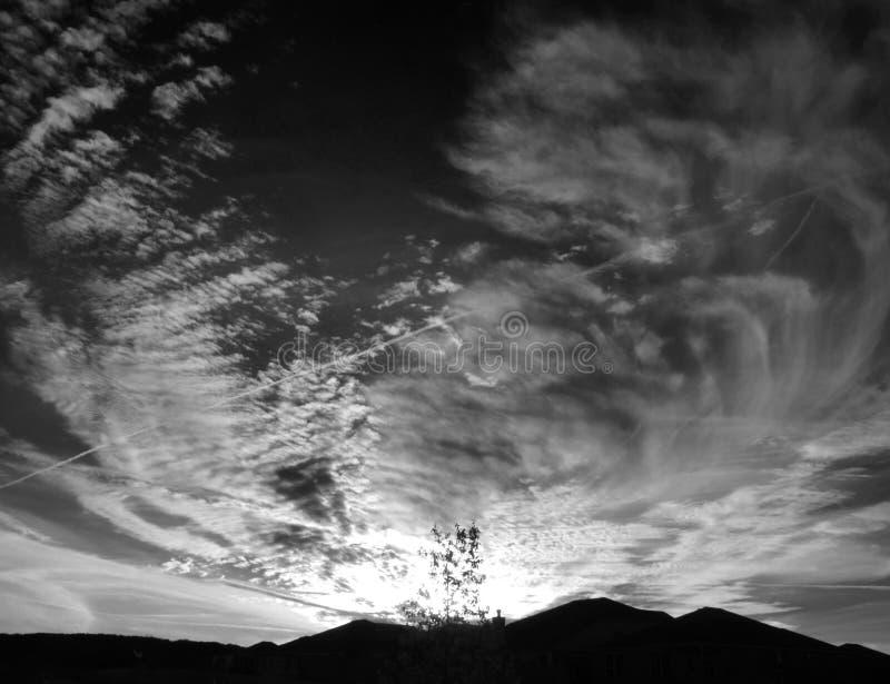 Avfyra i skyen royaltyfri bild